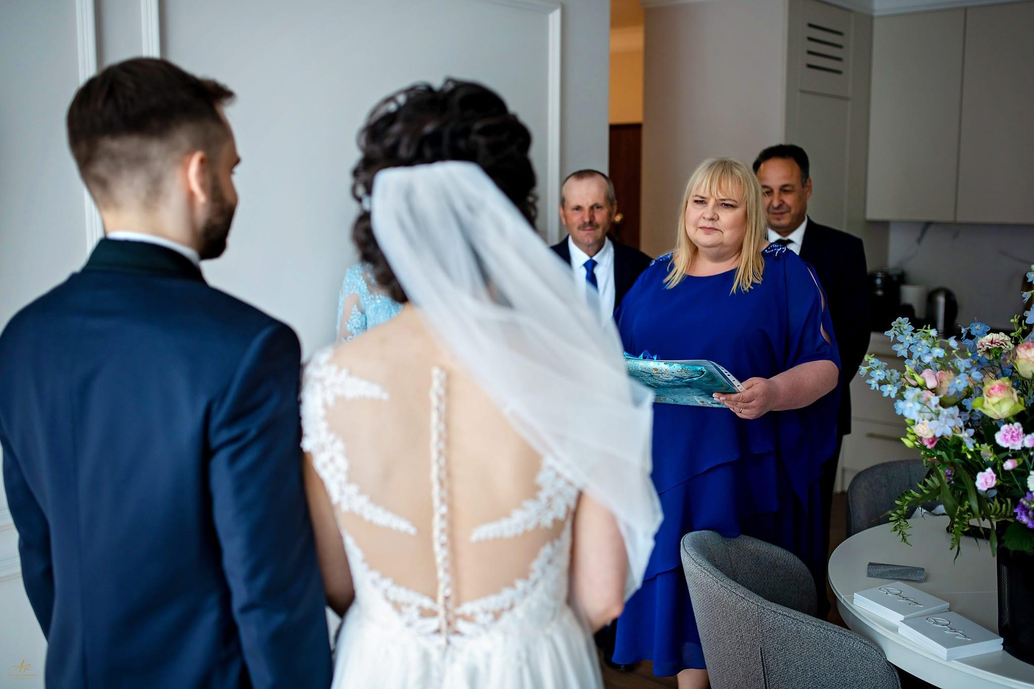 zdjęcia ślubu w domu
