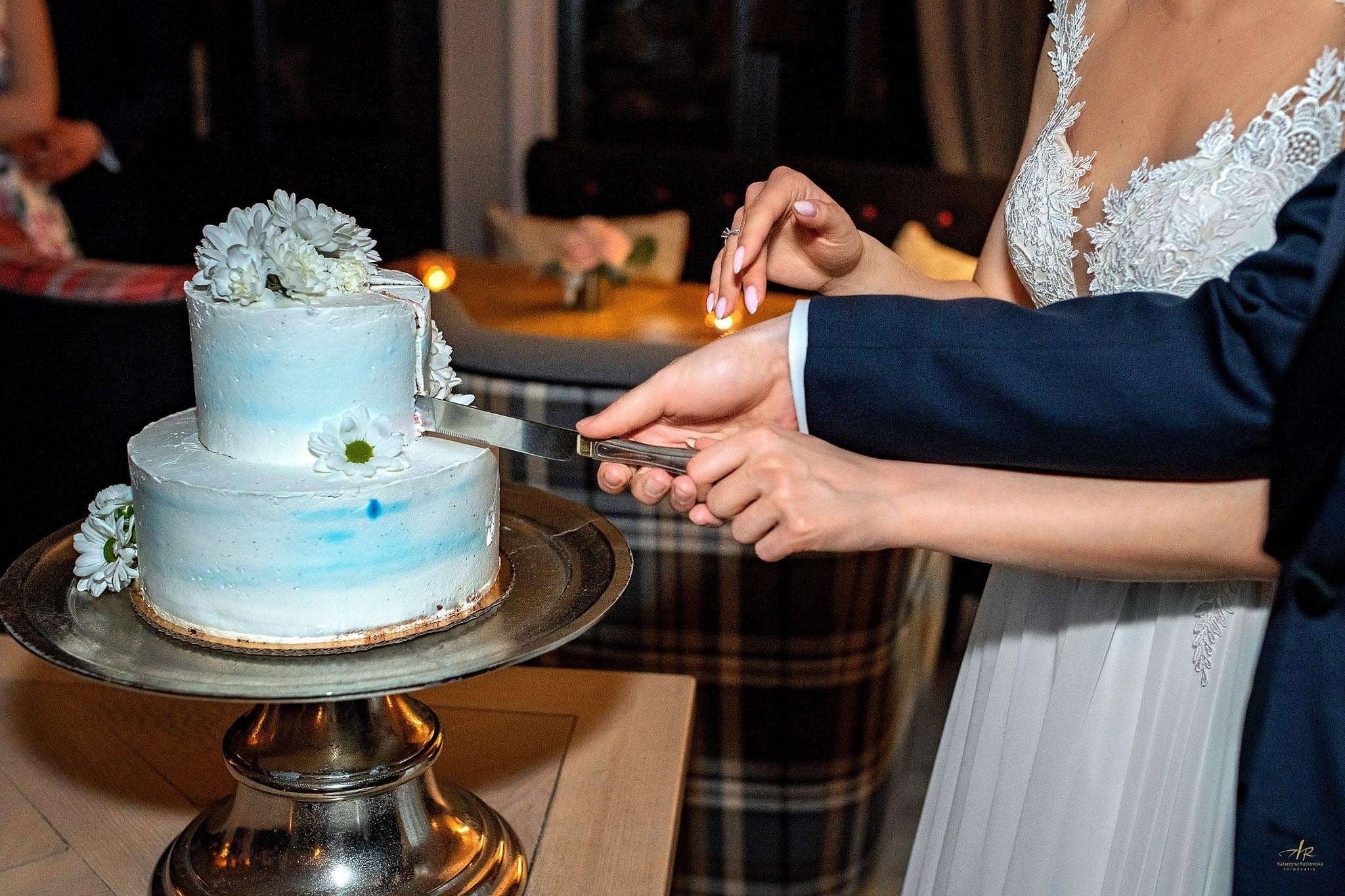 ślub - krojenie tortu